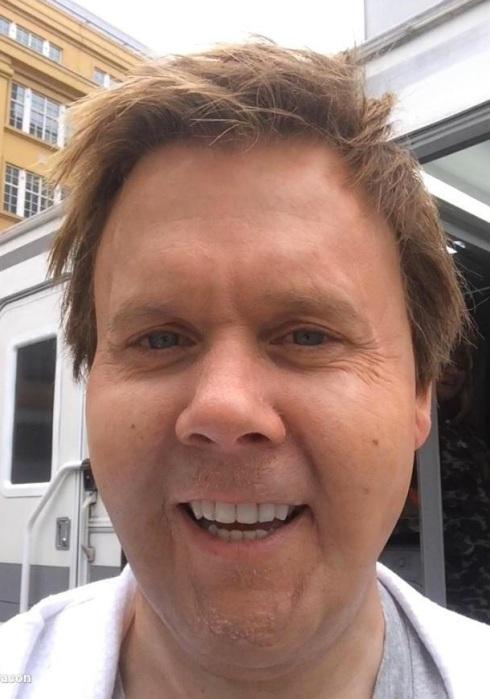 Kevin Bacon - fat selfie